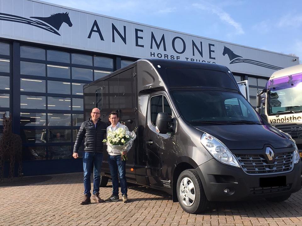 ddc301f8d5 Lumaro Horsetravel expands fleet with new Renault Master – Lumaro ...